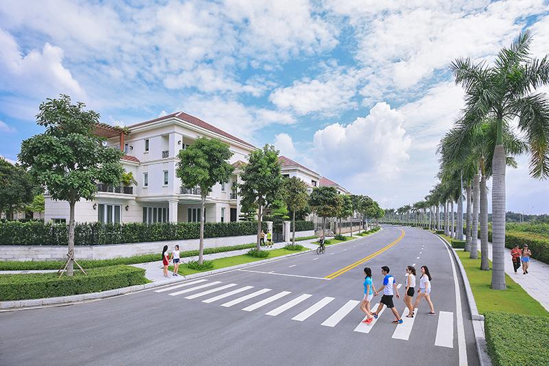 """Biệt thự SAROMA VILLA tạo nên những chuẩn mực mới về """"cuộc sống thượng lưu"""", nơi mỗi cư dân được sống trong môi trường trong lành, sinh thái, tiêu chuẩn quốc tế và thỏa sức thưởng ngoạn vẻ đẹp thơ mộng của Sài Gòn"""