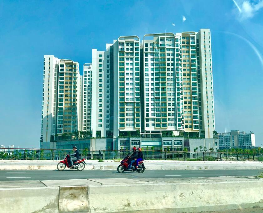 Khu căn hộ Sadora view từ đường Nguyễn Cơ Thạch Quận 2
